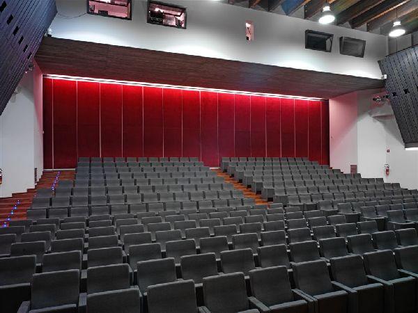 Alexander Girardi Hall